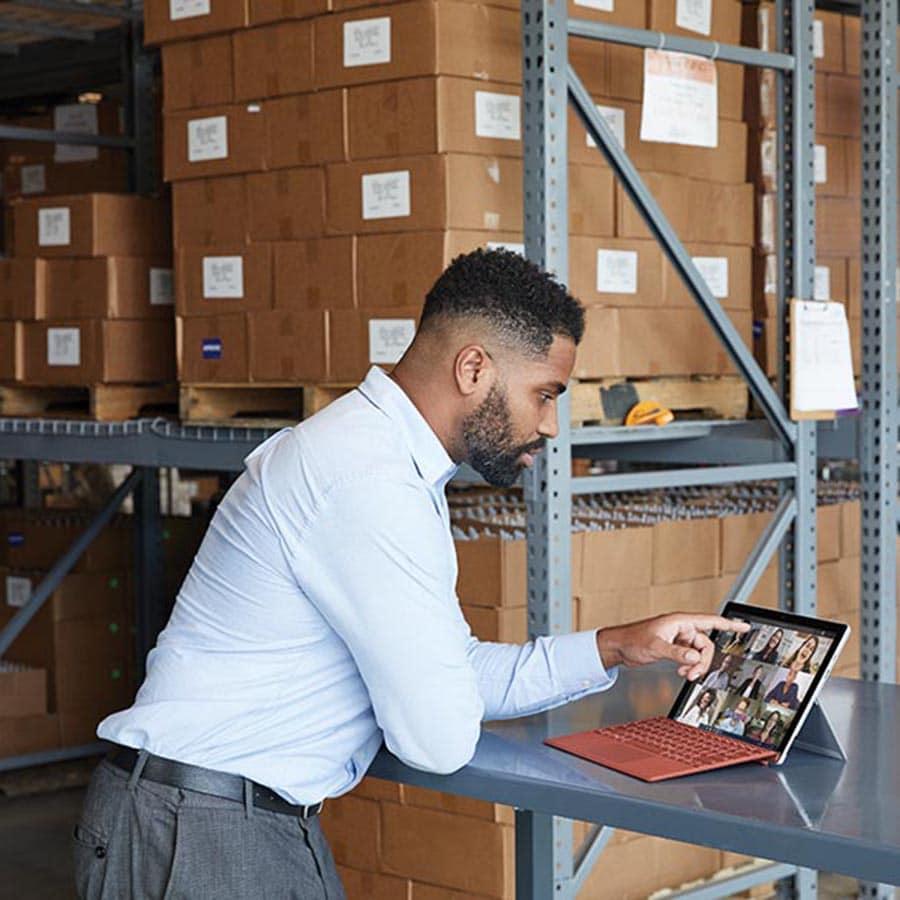überall an Online-Besprechungen teilnehmen - Microsoft Surface Computer bei Keepsmile Design